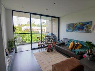 Una sala de estar llena de muebles y una gran ventana en Apartamento en venta en Alto de Las Palmas Indiana de una habitacion