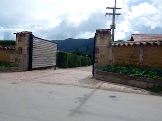 Un edificio de piedra con un reloj a un lado en SAN BERNARDO