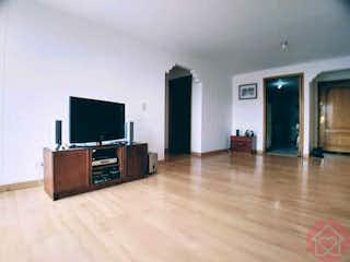 Una sala de estar llena de muebles y una televisión de pantalla plana en APARTAMENTO VENTA, BELLA SUIZA, BOGOTA