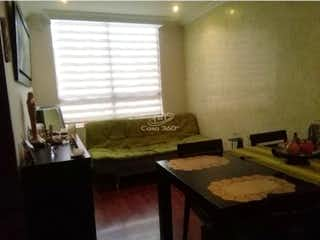 Una sala de estar llena de muebles y una ventana en Apartamento en venta en San Antonio Norte de 3 habitaciones