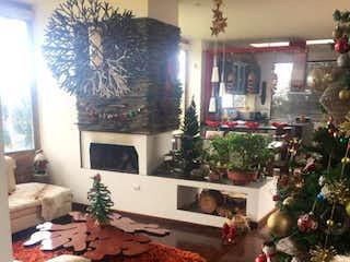 Una sala de estar con un árbol de navidad en ella en Condominio Horizontes Reservado