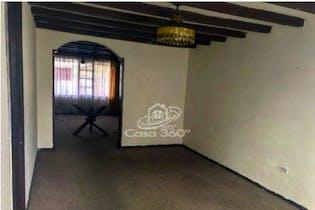 Casa en venta en Puente Largo, 137mt de tres niveles