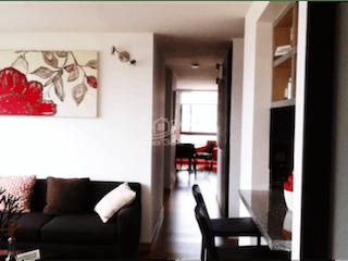 Una sala de estar llena de muebles y una ventana en Apartamento en venta en Prado Veraniego, 89mt