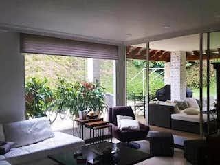Una sala de estar llena de muebles y una ventana en  AVELLANEDA