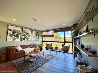 Una sala de estar llena de muebles y una televisión de pantalla plana en Olive Living Suites