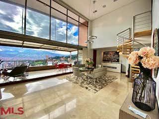 Una habitación muy bonita con una gran ventana en Torres de Agua