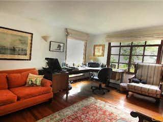 Una sala de estar llena de muebles y una alfombra en No aplica