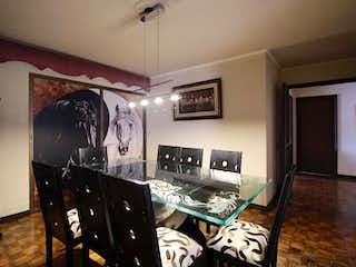 Una sala de estar llena de muebles y una ventana en Apartamento en venta en La Candelaria, 206mt con balcon