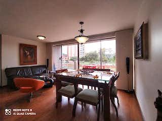 Una sala de estar llena de muebles y una mesa en Apartamento en venta en Portales del Norte, 120mt con terraza