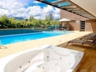 Una piscina que está en el agua en Apartamento ParaVenta,