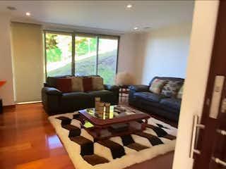 Una sala de estar llena de muebles y una televisión de pantalla plana en Apartamento en venta en Zipaquirá de 3 habitaciones
