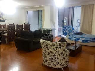 Una sala de estar llena de muebles y una ventana en Apartamento en venta en Batán, 117mt con terraza