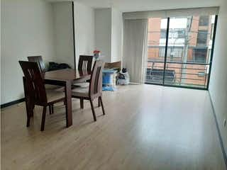 Una sala de estar llena de muebles y una ventana en Apartamento en venta en Pontevedra, 93mt con balcon
