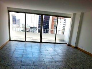 Una vista de una habitación con suelo de baldosa en Edificio Olimpo