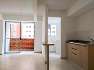 Una cocina con una ventana, un fregadero y una estufa en Venta Apartamento en Itagui