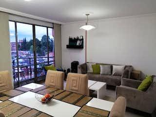 Una sala de estar llena de muebles y una gran ventana en Conjunto Multifamiliar Modelia P.H