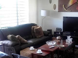 Una sala de estar llena de muebles y una televisión de pantalla plana en Apartamento en venta en San Antonio Norte con acceso a Zonas húmedas