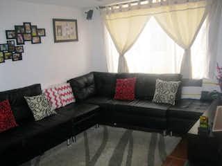 Una sala de estar llena de muebles y una gran ventana en Apartamento En Venta En Bogota Suba