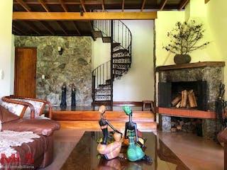 Una sala de estar llena de muebles y una chimenea en El Espigal No.3