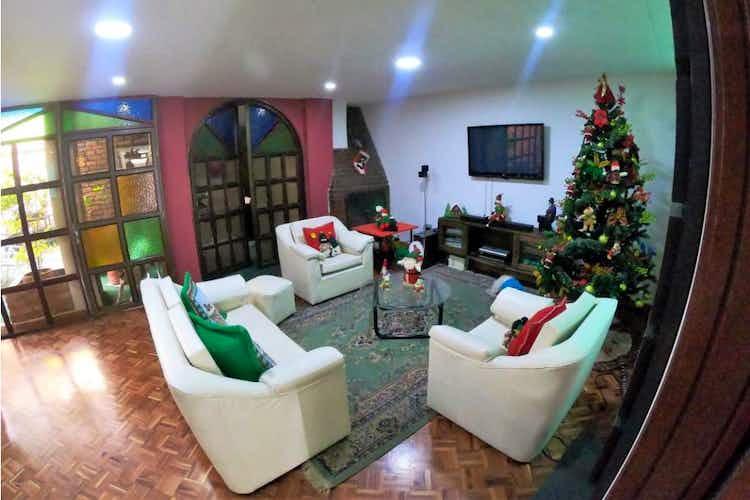 Portada Casa en venta en La Esmeralda de 5 habitaciones
