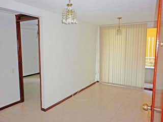 Un refrigerador congelador blanco sentado dentro de una habitación en Apartamento en venta en Cuarta Brigada de una habitacion