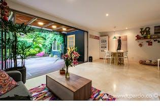 Casa en venta en El Poblado con acceso a Jardín
