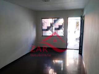Una imagen de una habitación con una ventana en Apartamento en venta en Barrio Buenos Aires de tres alcobas