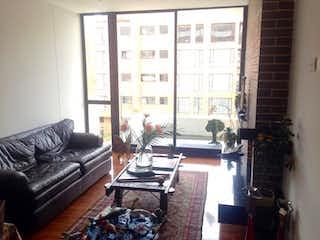 Una sala de estar llena de muebles y una chimenea en Apartamento En Bogota Chico Navarra-2 alcobas-chimenea