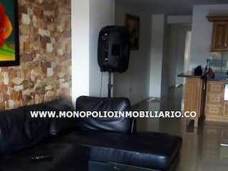 Una foto en blanco y negro de una sala de estar en SANTA LAURA 601