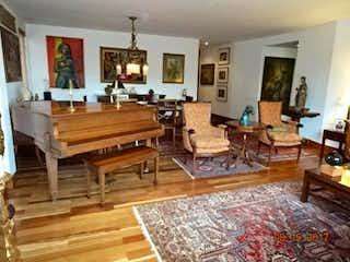 Una sala de estar llena de muebles y una alfombra en Apartamento En Venta En Bogota La Cabrera