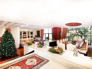 Una sala de estar llena de muebles y un árbol de navidad en Casa en venta en Cuevitas, de 850mtrs2
