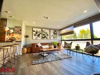 Una sala de estar llena de muebles y una mesa en Olive Living Suites