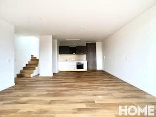 Una gran habitación con un gran suelo de madera en Apartamento en venta en El Virrey de 190m2