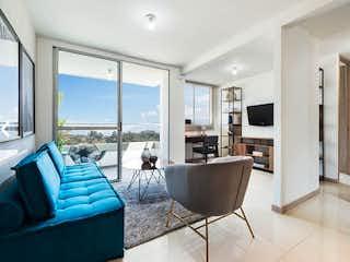 Una sala de estar llena de muebles y una gran ventana en Apartamento en venta en Santa María 54m² con Piscina...