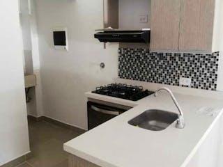 Una cocina que tiene un fregadero y una estufa en Apartaestudio en venta en La Floresta, 32mt duplex