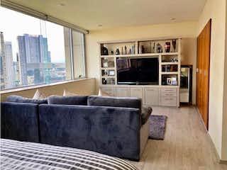 Una sala de estar llena de muebles y una chimenea en Departamento en venta en Cuevitas de tres recamaras