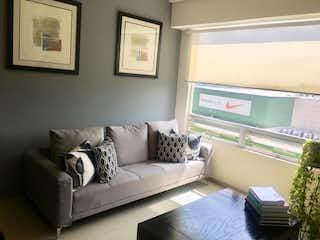 Una sala de estar llena de muebles y una televisión de pantalla plana en Departamento en venta en Cuevitas de dos recamaras