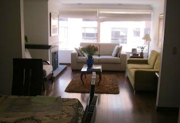 Apartamento En Venta En Bogota Rincón Del Chico, cuenta con tres alcobas y sala comedor con chimenea.