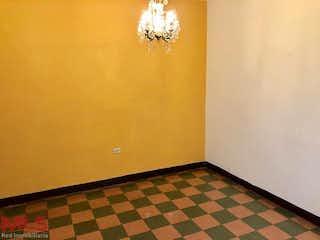 Un cuarto de baño con un piso a cuadros blanco y negro en Casa en venta en Barrio Buenos Aires, 180m²