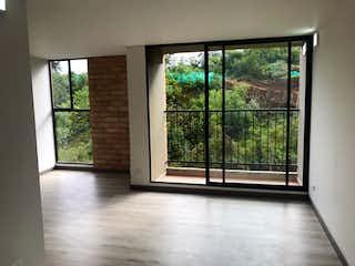 Una vista de una sala de estar desde una ventana en panorama austral