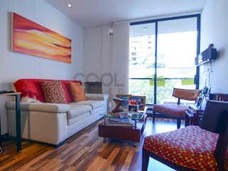 Una sala de estar llena de muebles y una televisión de pantalla plana en Apartamento en venta en Santa Paula de 3 habitaciones