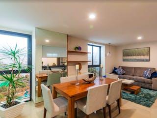 Una sala de estar llena de muebles y una mesa en Skytower Lindavista