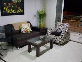 Una sala de estar llena de muebles y una ventana en Apartamento en venta en Las Flores, 72mt con balcon