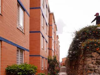 Una fila de plantas en macetas sobre un edificio de ladrillo en Apartamento En Venta En Bogota Horizontes-Usaquén