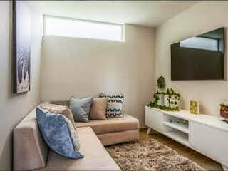 Una sala de estar llena de muebles y una gran ventana en Apartamento en venta en La Felicidad, de 113mtrs2