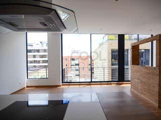 Una vista de una sala de estar con un gran ventanal en Apartamento en venta en San Patricio de 1 habitacion