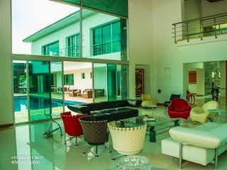 Una sala de estar llena de muchos muebles en VENTA DE CASA EN ALTOS DEL POBLADO
