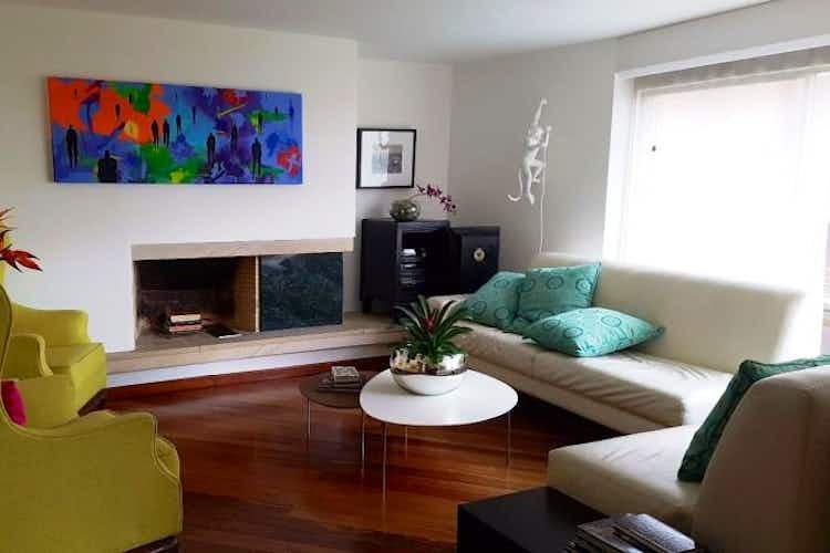 Portada Apartamento En Venta En Bogota Rosales con hermosa vista al exterior, cuenta con tres alcobas