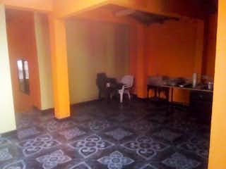 Una sala de estar llena de muebles y un suelo de madera en Casa en venta en San Miguel, de 160mtrs2