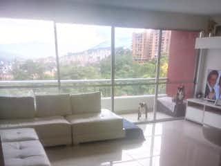 Una sala de estar llena de muebles y una ventana en Apartamento en venta en Loma de Las Brujas, de 106mtrs2